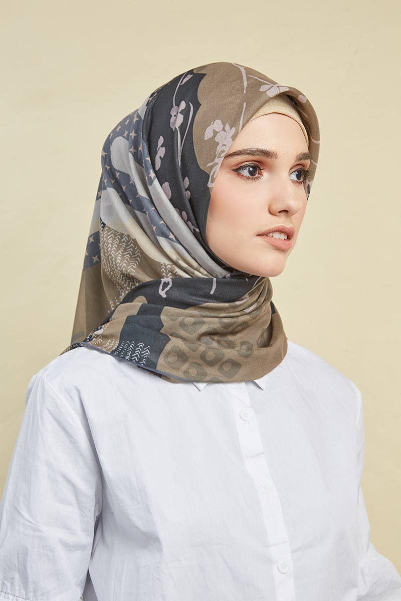 Hanami Square Voile Cotton In Black Square Hijab Square Hijab Voal Bermotif Cantik Dari Buttonscarves Deng Hijab Designs Scarf Women Fashion Scarf Photography