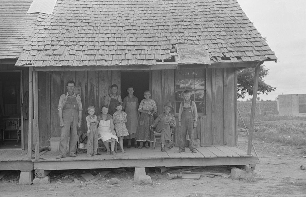 Sharecropper-family-on-front-porch-Southeast-Missouri- by-Photographer-Russell-Lee-1938.
