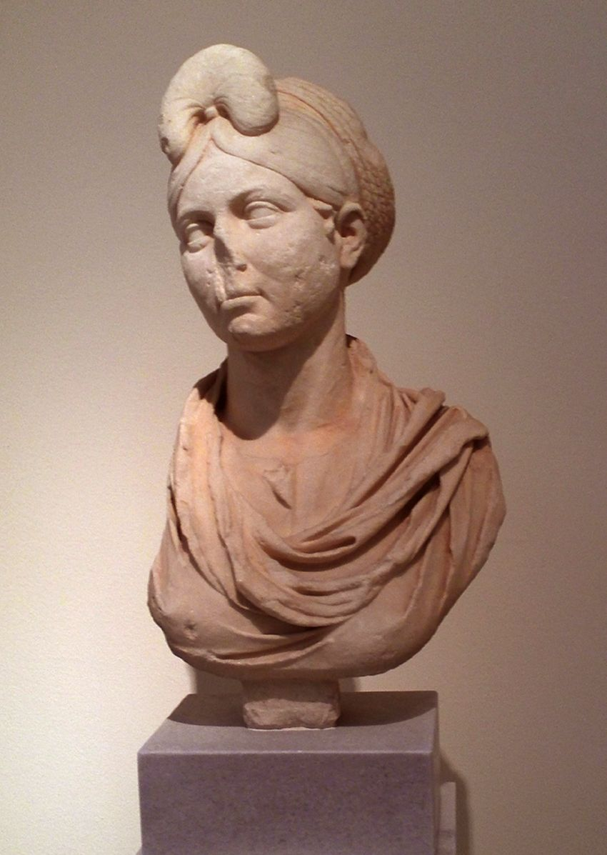 Woman With Elaborate Coiffure Characteristic Of The Period Of Emperor Trajan Late 1st Early 2nd Century A D Fou Roman Art Roman Hairstyles Sculpture Art