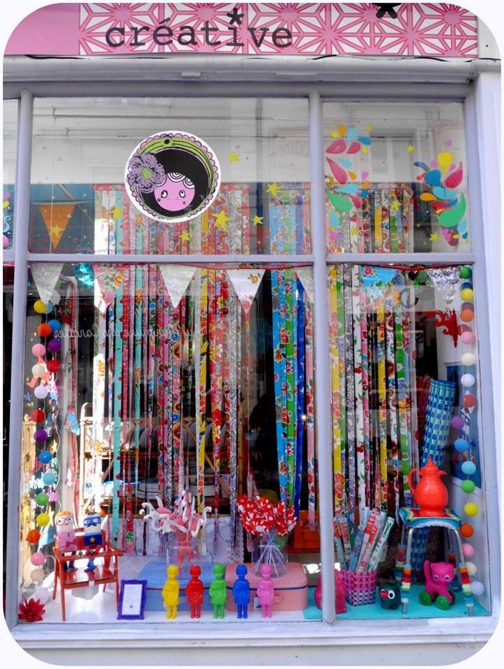vitrine boutique paillette angers france vente de v tements de d coration de papeterie de. Black Bedroom Furniture Sets. Home Design Ideas