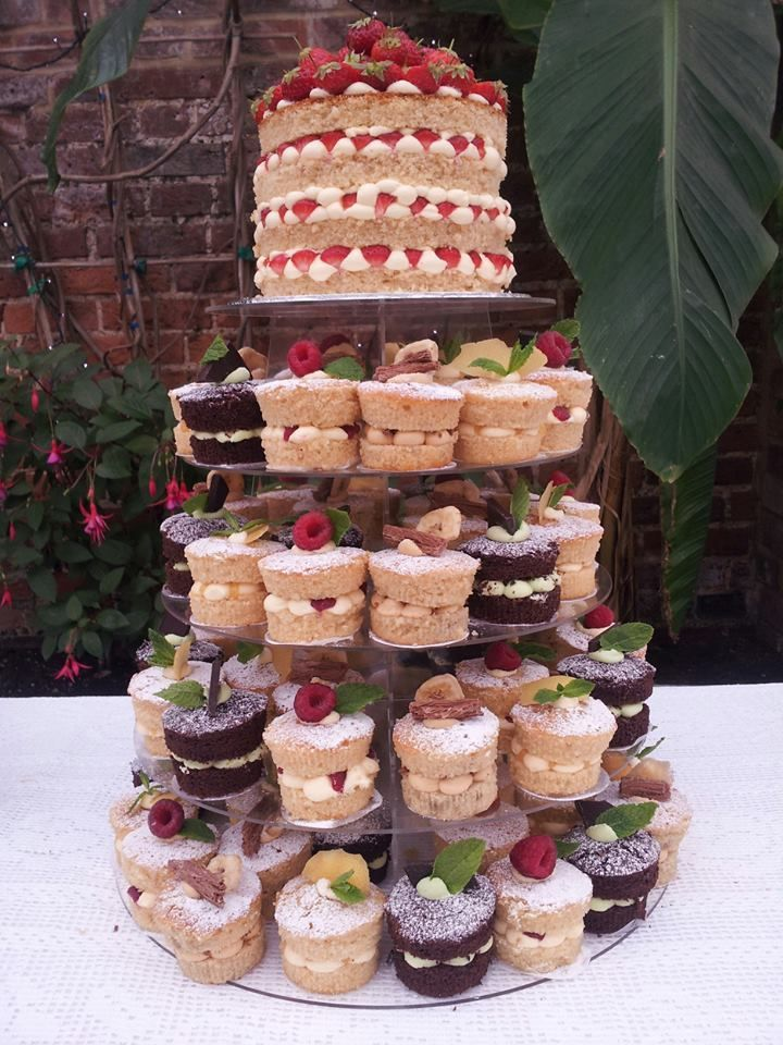 mini sponge wedding cakes sponge wedding cake and cupcake pyramid 17406