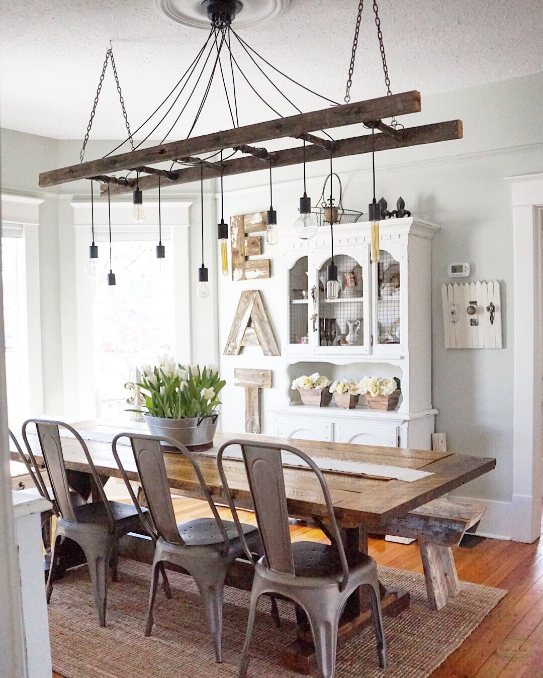 Vintage Dining Rooms Take A Look At This Dazzling Dining Room Lighting With A Rustic Dining Room Lighting Modern Farmhouse Dining Modern Farmhouse Dining Room