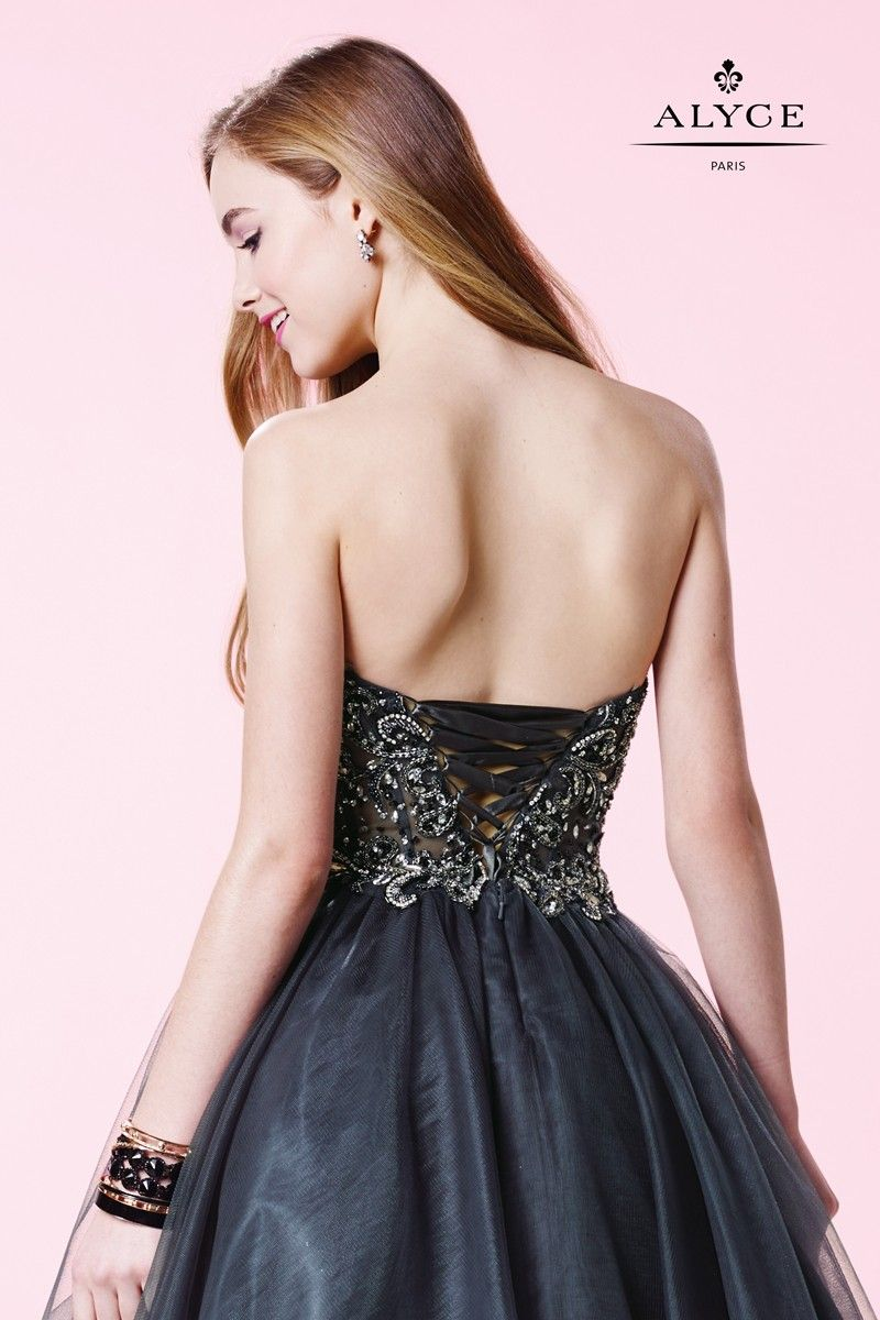 The alyce paris short dress glitters with the paisley beadwork