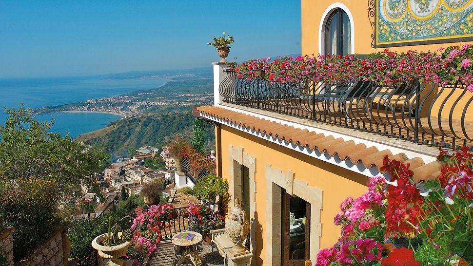 villa carlotta taormina sicily italy small luxury. Black Bedroom Furniture Sets. Home Design Ideas