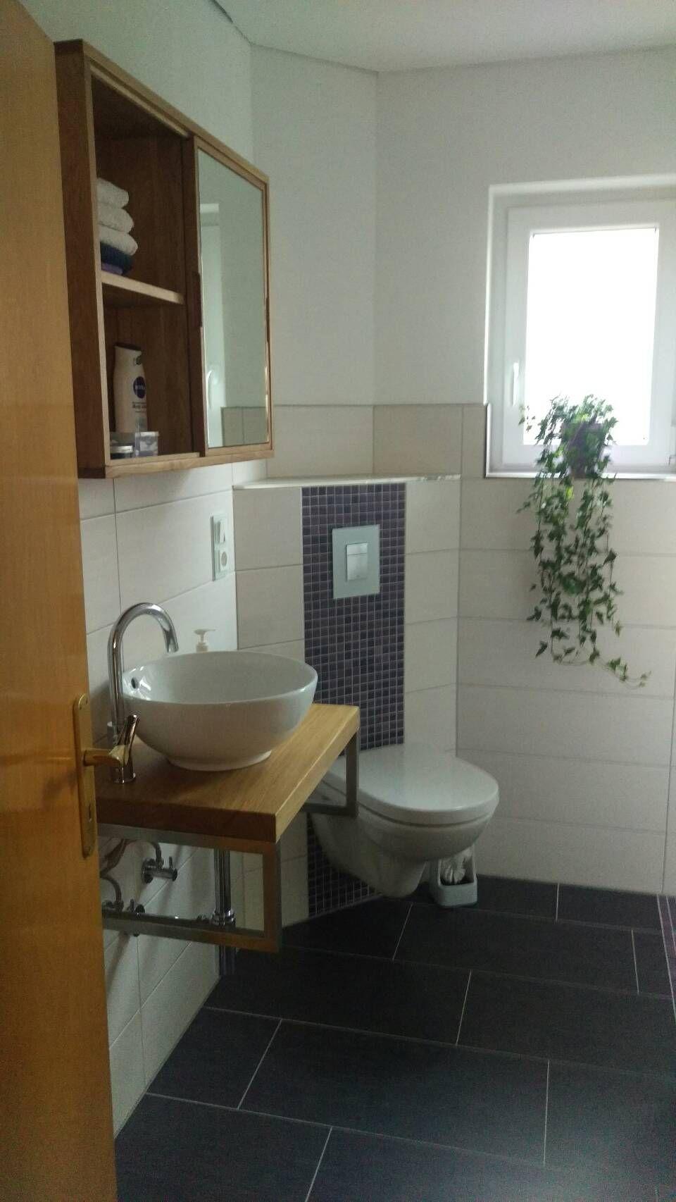 g ste wc waschtischplatte eiche spiegelschran eiche fliesen und mosaik unser haus. Black Bedroom Furniture Sets. Home Design Ideas