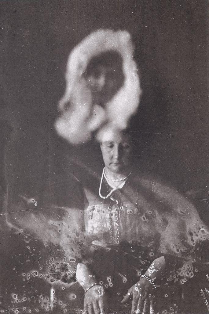 I am writing a six pg argumentative essay on saying that ghost/spirits exist.?