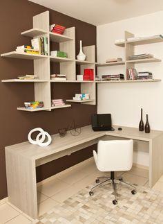 Que buen diseño para un estudio sencillo, dinámico y cómodo.