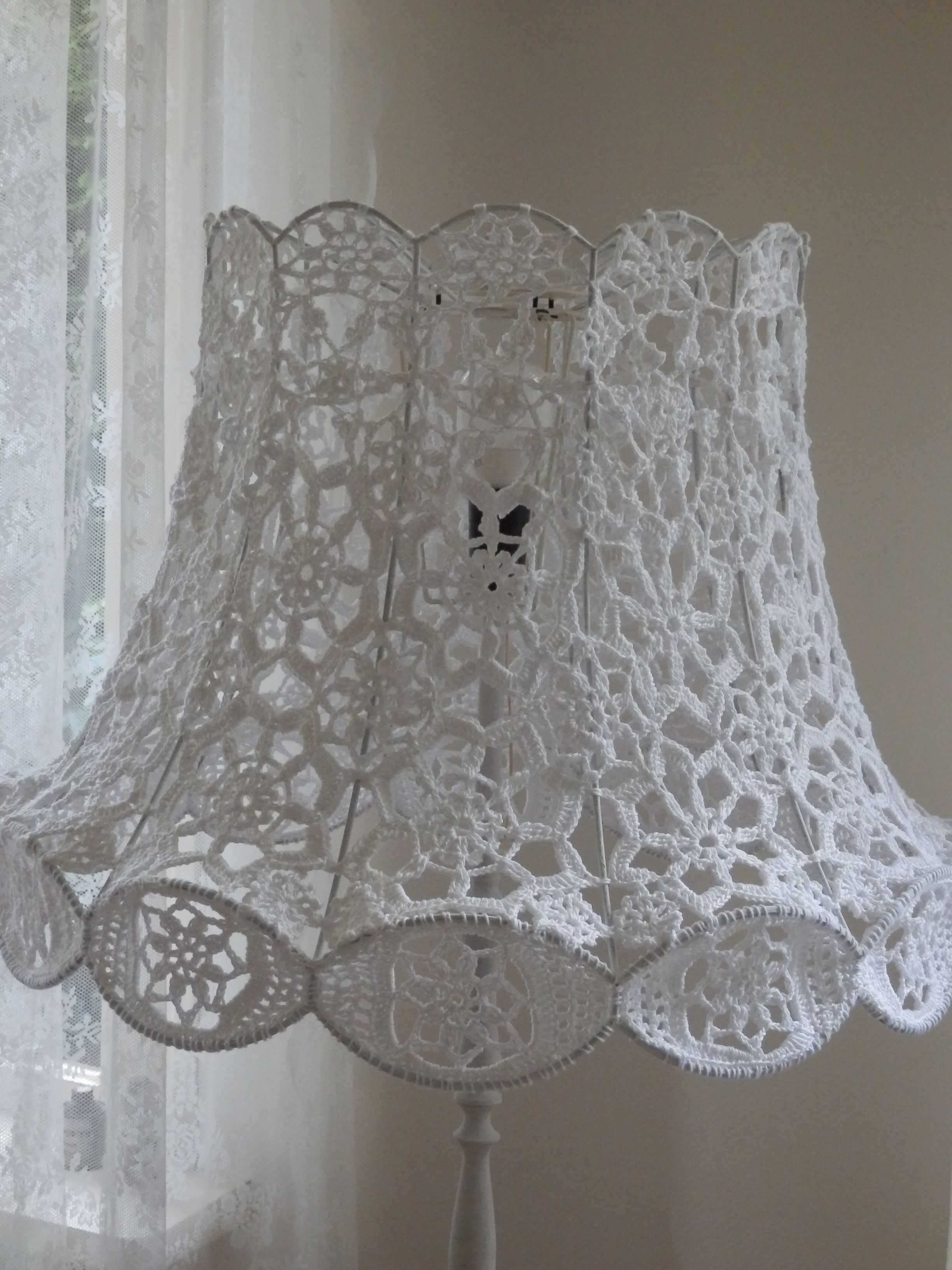 ed7e54229ed Crochet lamp. Gehaakte lamp. Mijn moeder maakte voor mij met witte ...