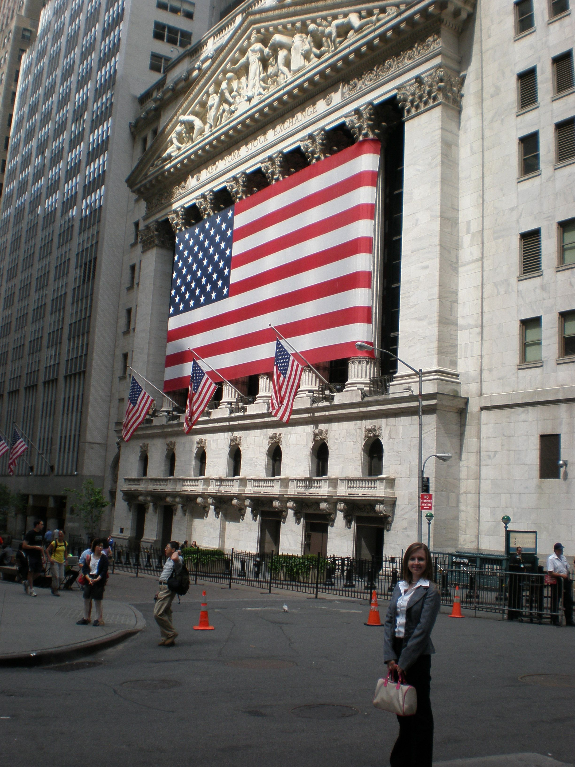 Pin By Robert Silva On Earn Extra Money Wall Street News Visiting Nyc Wall Street Nyc