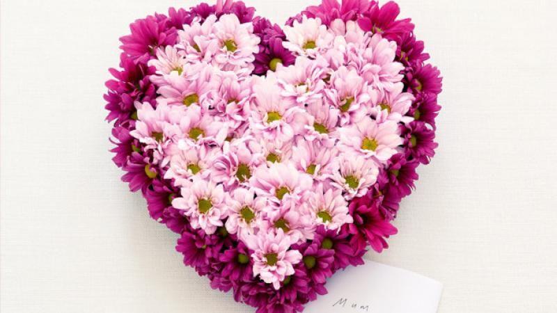 How To Make A Heart Shaped Flower Arrangement Flower Arrangements Diy Flower Arrangements Flower Shop Decor