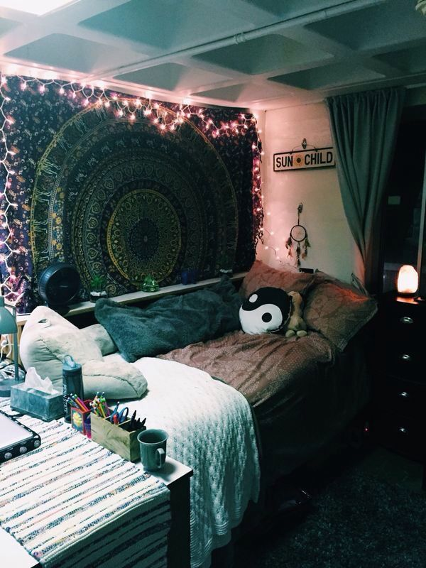 Bedroom With Desk And Wall Tapestry Rooms Bedrooms Bedroom Tapestry Blanket Aesthetic Tumblr Bohemian Bedroom Decor Cool Dorm Rooms Dorm Room Decor