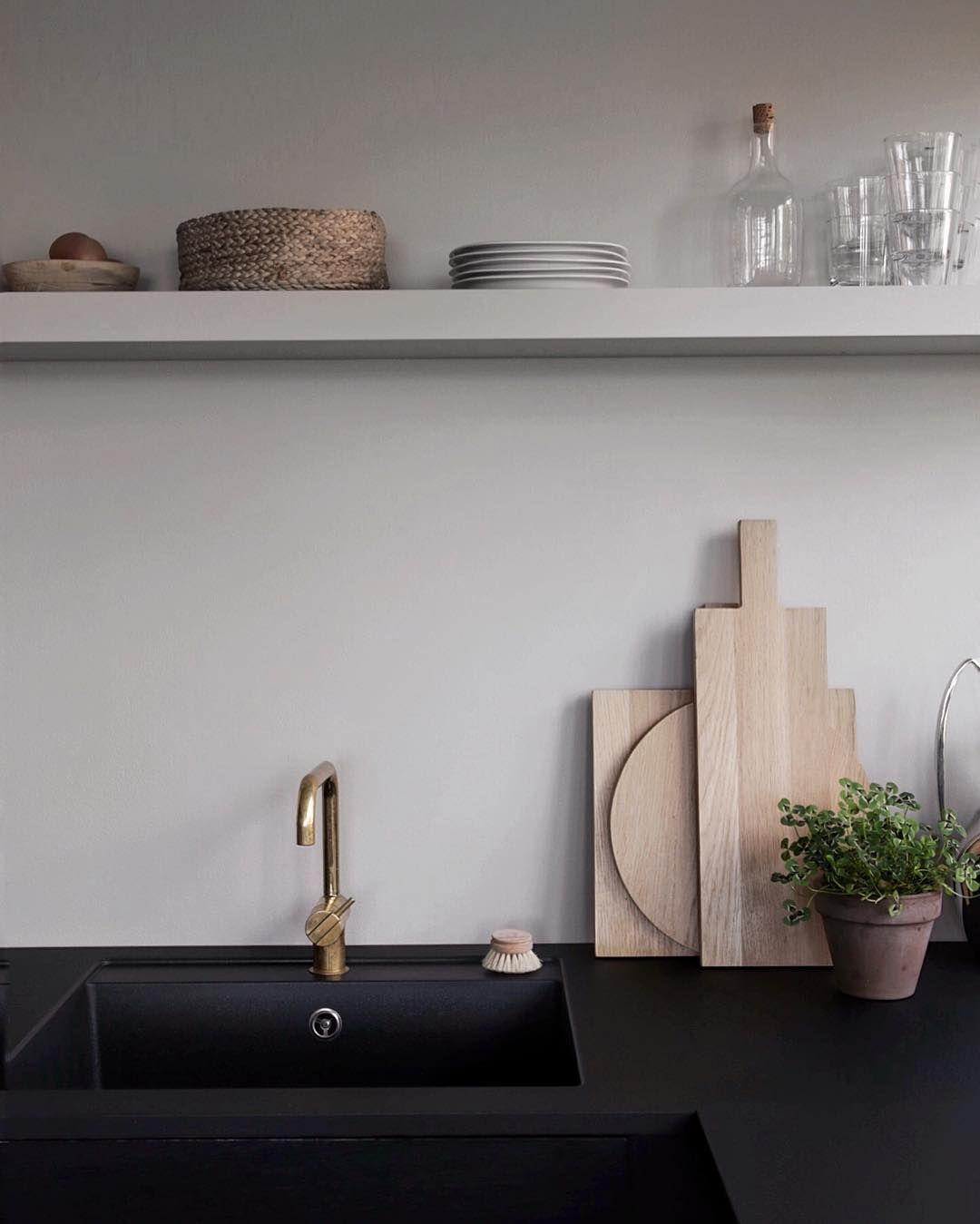 "2,066 Likes, 54 Comments - Nina Holst (@stylizimoblog) on Instagram: ""Good morning from the kitchen! Wish you all a wonderful day 🌿 #kitchen #blackkitchen #stylizimohouse"""