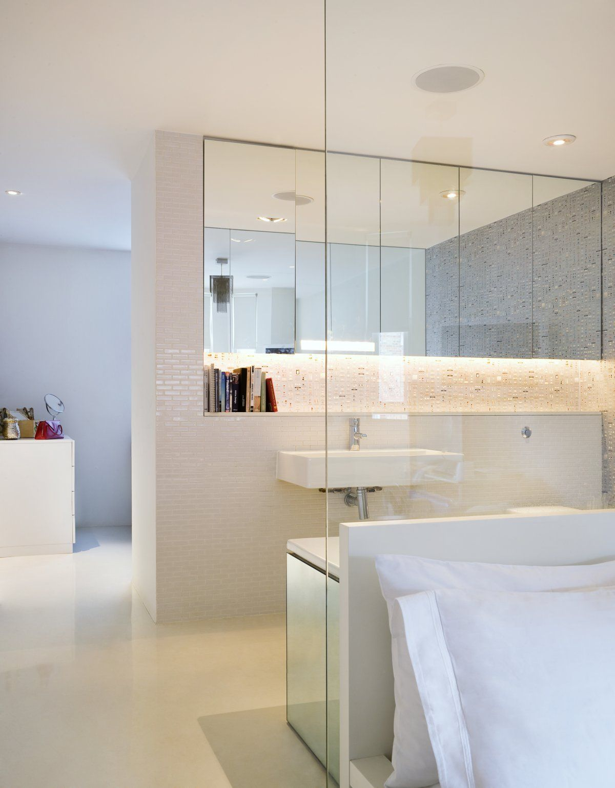 Residence luxury bathroom mews 02 by andy martin architects