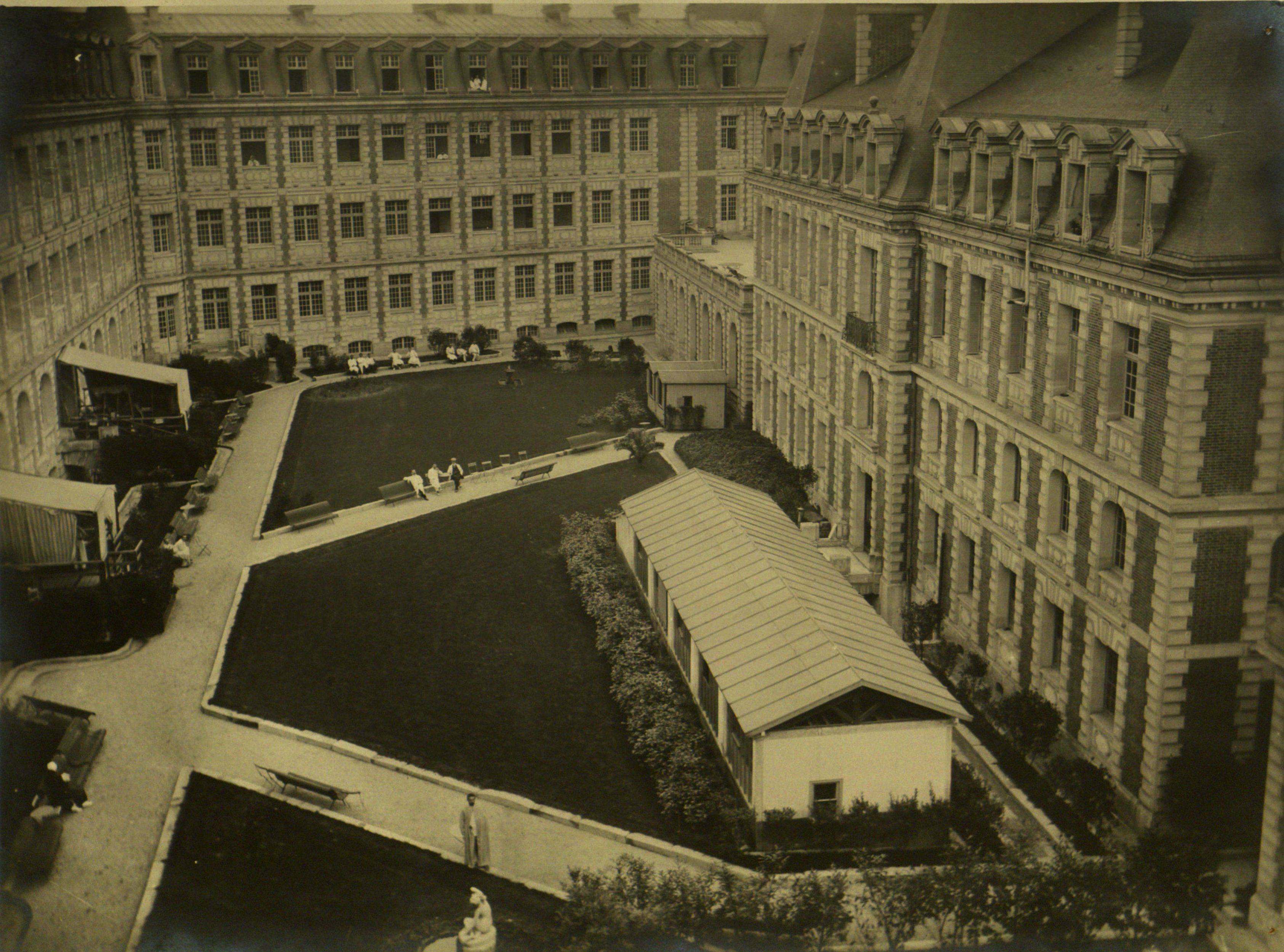 Interior courtyard at American Red Cross Military Hospital ...