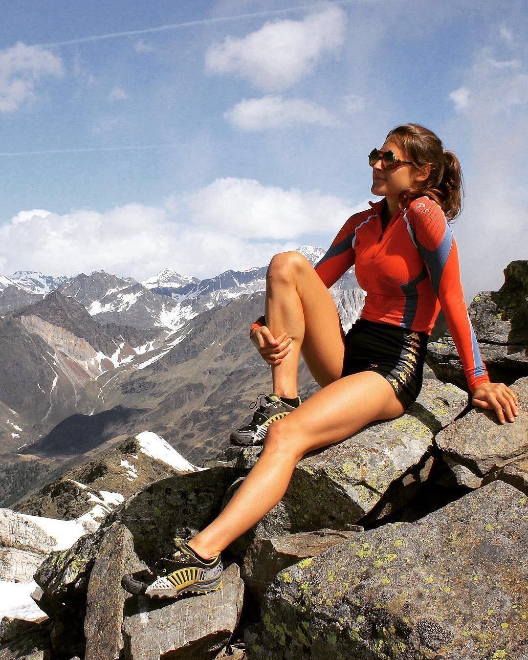 Ce n'est pas parce que l'on court qu'il ne faut pas s'arrêter un moment  pour admirer le paysage! | Climbing outfits, Rock climbing workout,  Climbing workout