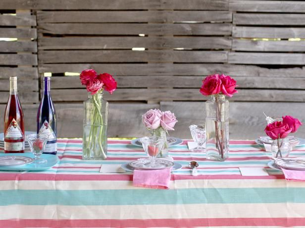 Centerpieces & 3 Stylish Summer Table Setting Ideas   Table settings Rustic ...