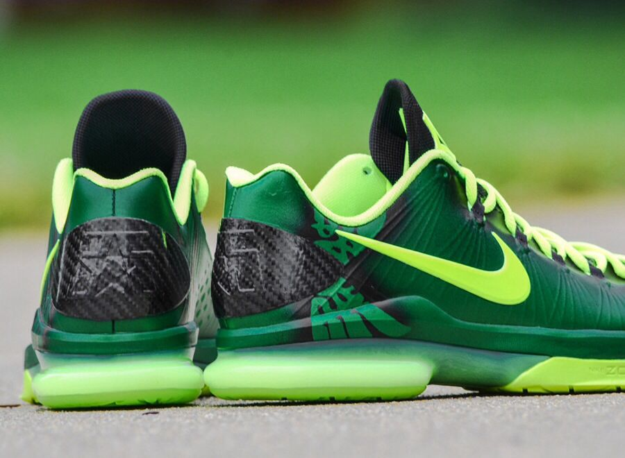 First look at the incredibly detailed, wildly good looking KD V Elite  Oregon Ducks custom.