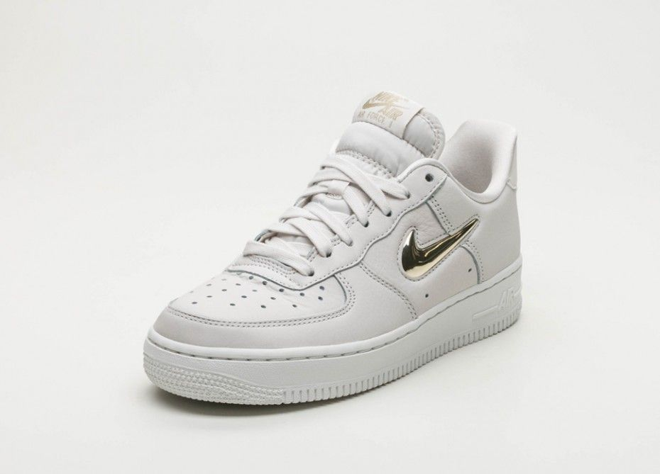 magasin en ligne df3d3 cee94 Nike Air Force 1 Femme Blanc Or | nike-air-force-1-junior in ...