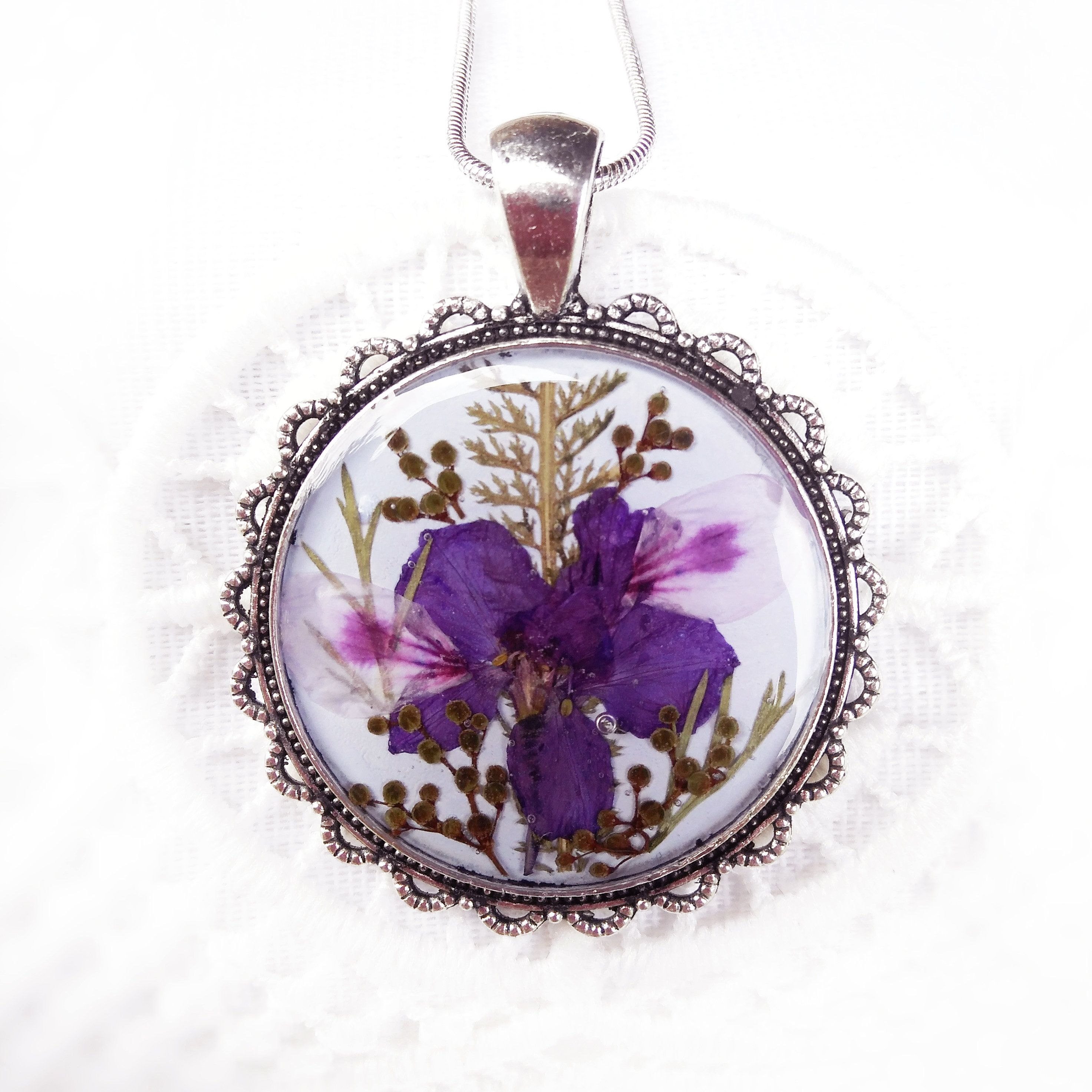 Terrarium Real Plant Lilac Necklace With Dried Flower Real Purple Flower Jewelry Preserve Resin P Dried Flower Jewelry Real Flower Jewelry Flower Resin Jewelry