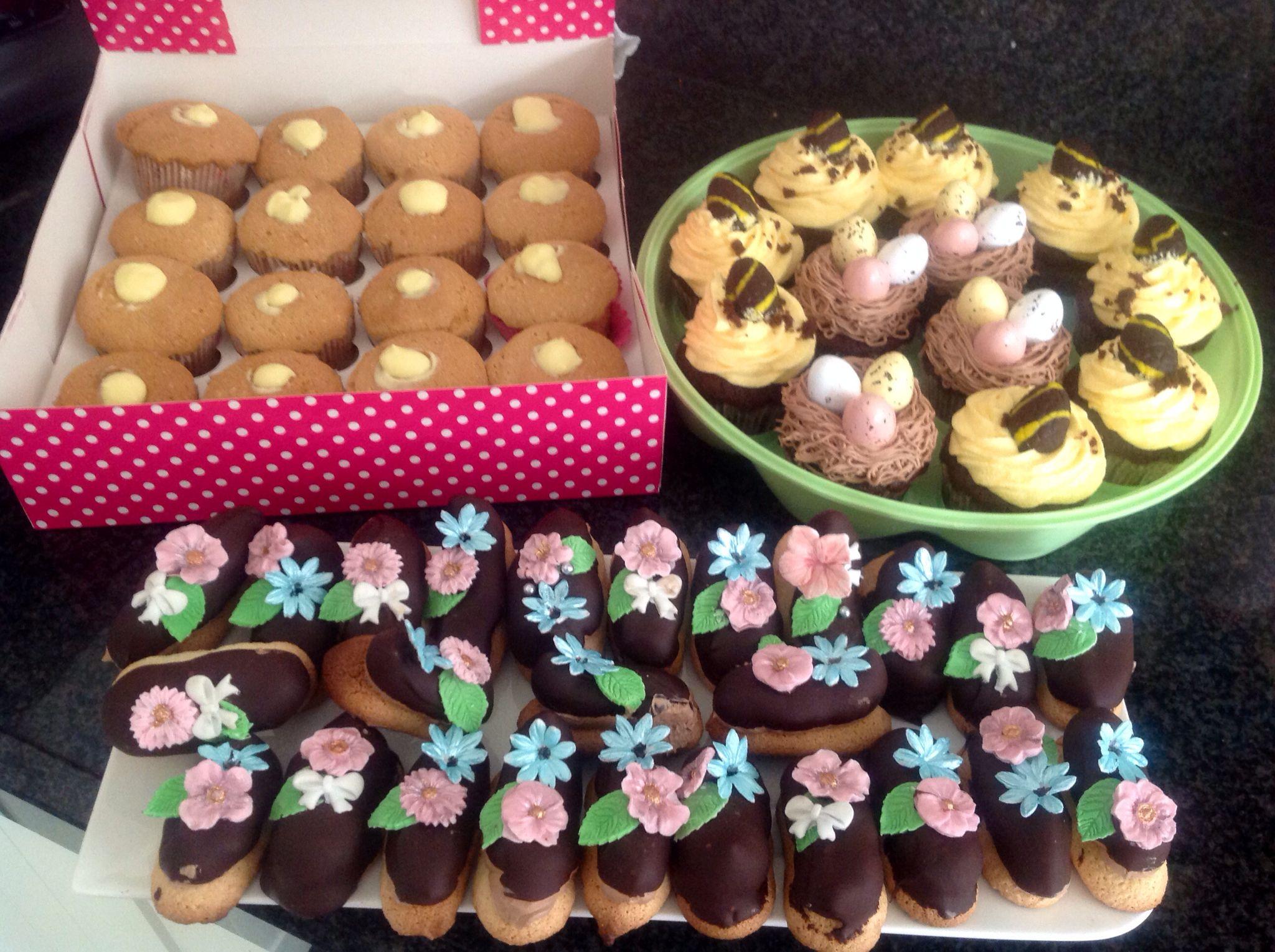 Chiffoncupcakes met limoencreme geïnjecteerd, petit fours van choco italian meringue op zelfgemaakte bitterkoekjes en cupcakes Recept staat op: https://www.facebook.com/kokenenbakkenmetmarion/