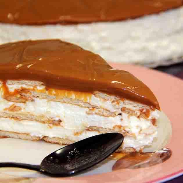 Pavê Moça: Saboroso creme de chocolate branco. Cobertura de doce de leite especial.   #love #DiNorma #instagood #photooftheday