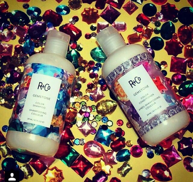 We love r+co @ house of cabelo. This shampoo and conditioner really adds so much reflection to the hair.
