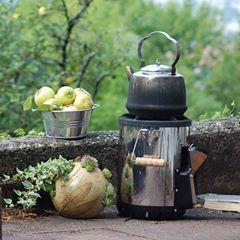 Hello September. .. #honiglicht #honiglichtkeramik #helloseptember #gartenkeramik #outdoor #outdoorcooking #quitten #quittengelee #keramik #gardening #ernte #harvest #diewocheaufinstagram #lastdaysofsummer #camping #outside #inthegarden #pflanzkugel #holzofen #helloseptember