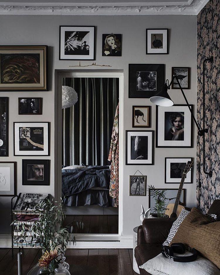 """Photo of ELLE Decoration Sverige on Instagram: """"Vilken dröm – vi älskar varenda detalj i det här charmiga hemmet! 💕 Är du också sugen på att skapa den Paris-bohemiska stilen? Gå in på…"""""""