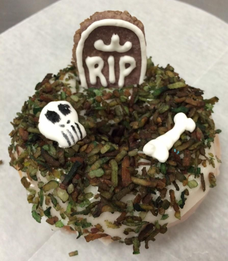 harold's doughnuts - the graveyard doughnut | too spooky happy