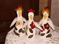 Cocs charmosas (gigicavinato) Tags: patchwork cozinha cursos tecidos galinhas enfeite bonecosdepano pesosdeporta
