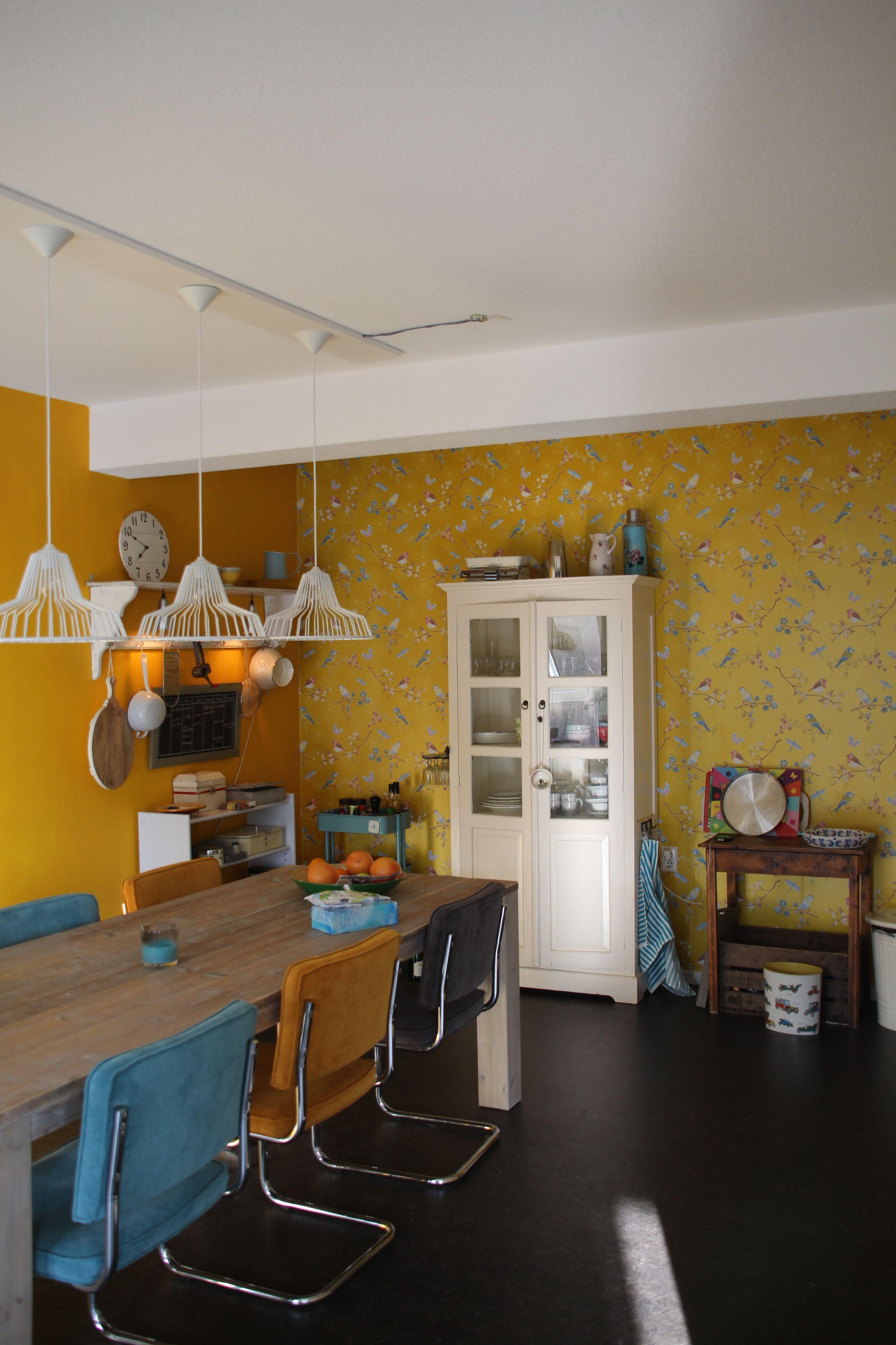 Keuken in appartement combinatie van oker geel en blauw for Interieur geel