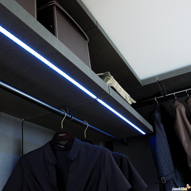 una cabina armadio illuminata con barre led a luce fredda | barre ... - Cabina Armadio Luce Calda O Fredda