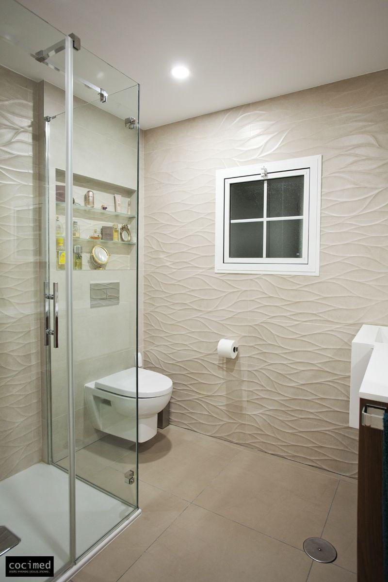 Baño Mampara Textura Sensación de amplitud. #baños #aseos #estilo ...