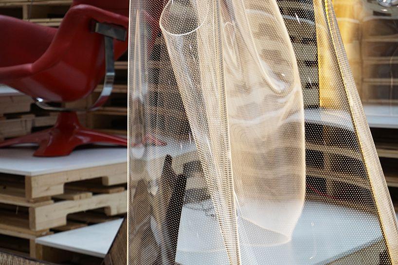 Acrylic Sheets Transform Light Into An Architectural Sculpture Bauplastik Licht Skulpturen