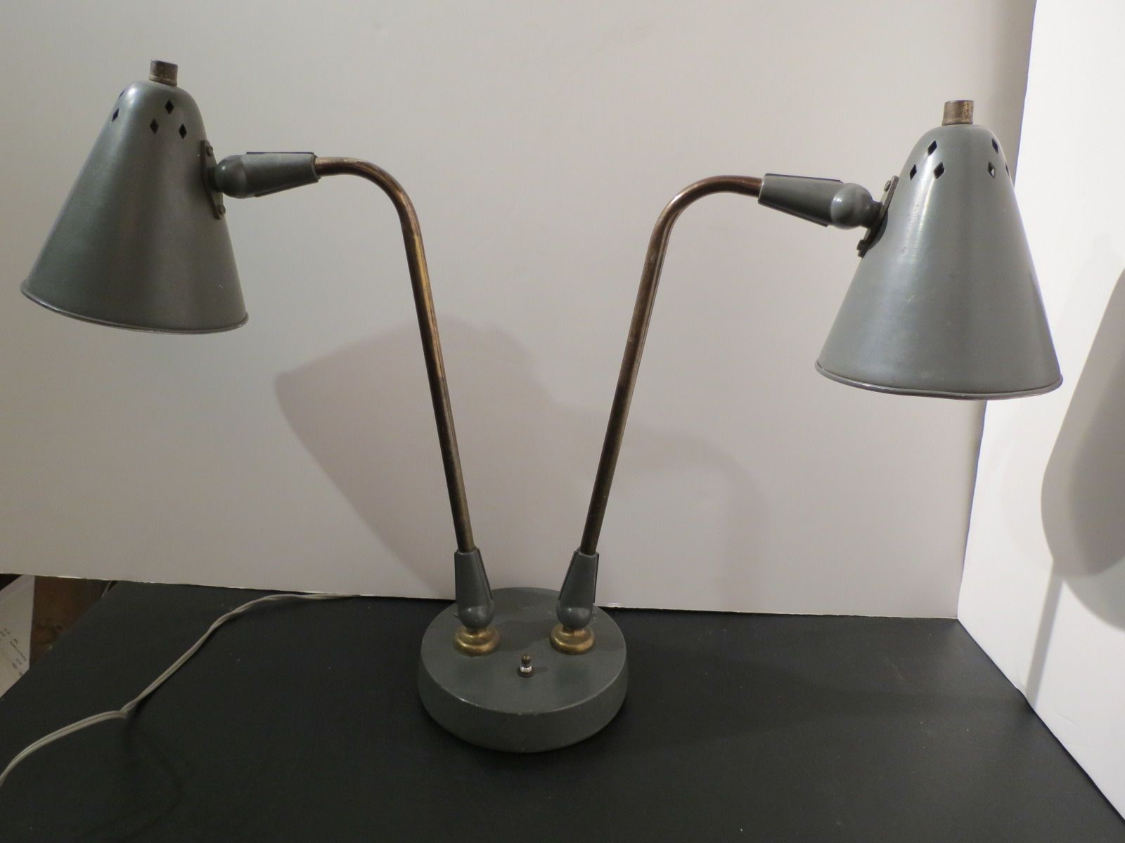 Vintage modern gerald thurston for lightolier double articulating vintage modern gerald thurston for lightolier double articulating task desk lamp ebay geotapseo Image collections