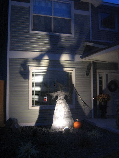 I saw this originally on Martha Stewart site I love the shadow - martha stewart outdoor halloween decorations