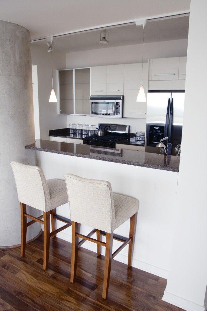 une petite cuisine parfaite pour y am nager un coin repas cuisine pinterest coin repas. Black Bedroom Furniture Sets. Home Design Ideas