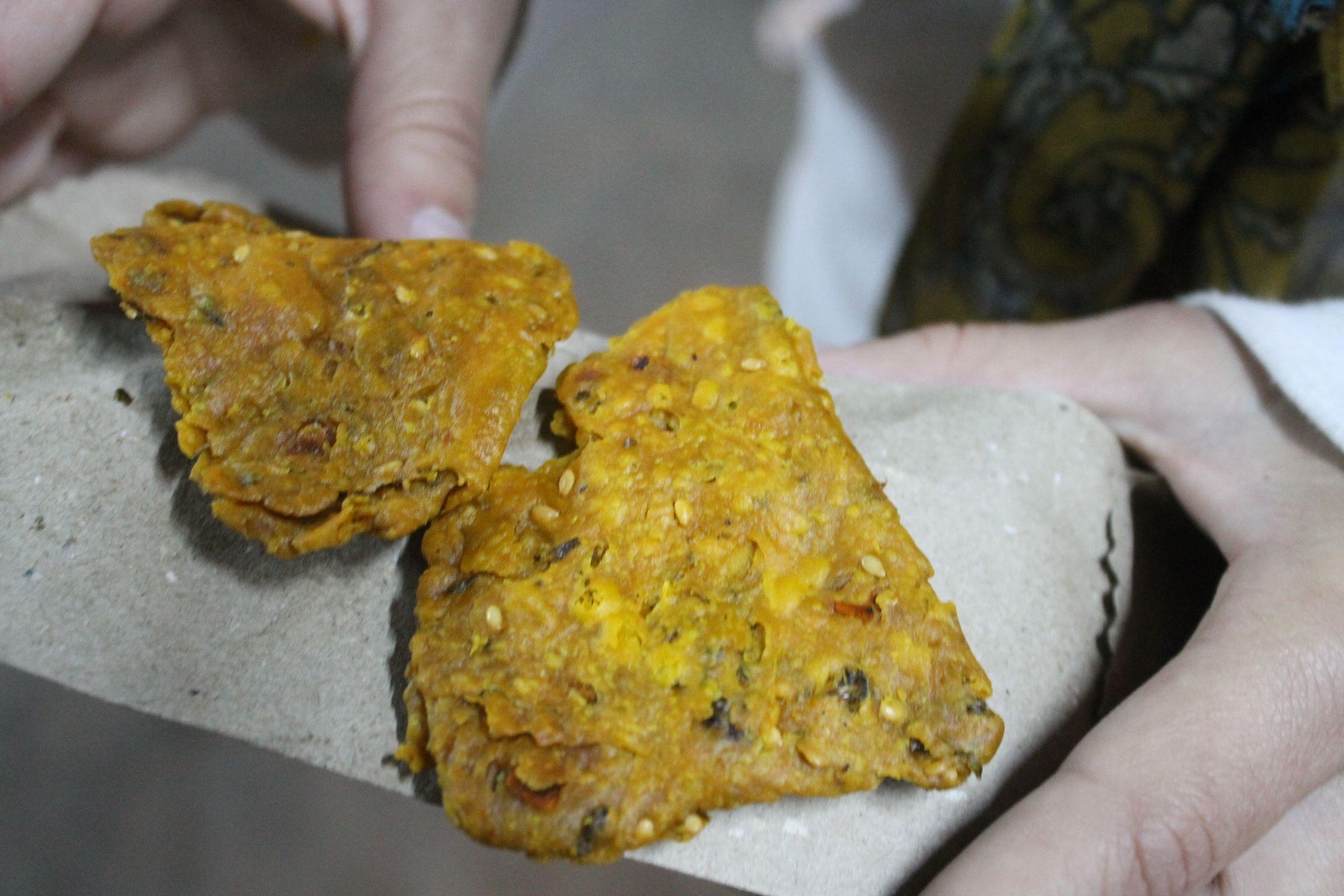 Snack de pan frito picante
