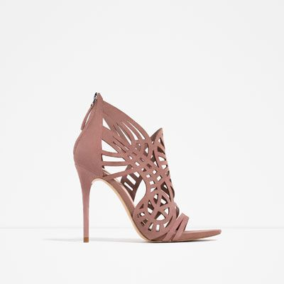 Image 1 de SANDALES EN CUIR ENVELOPPANTES de Zara