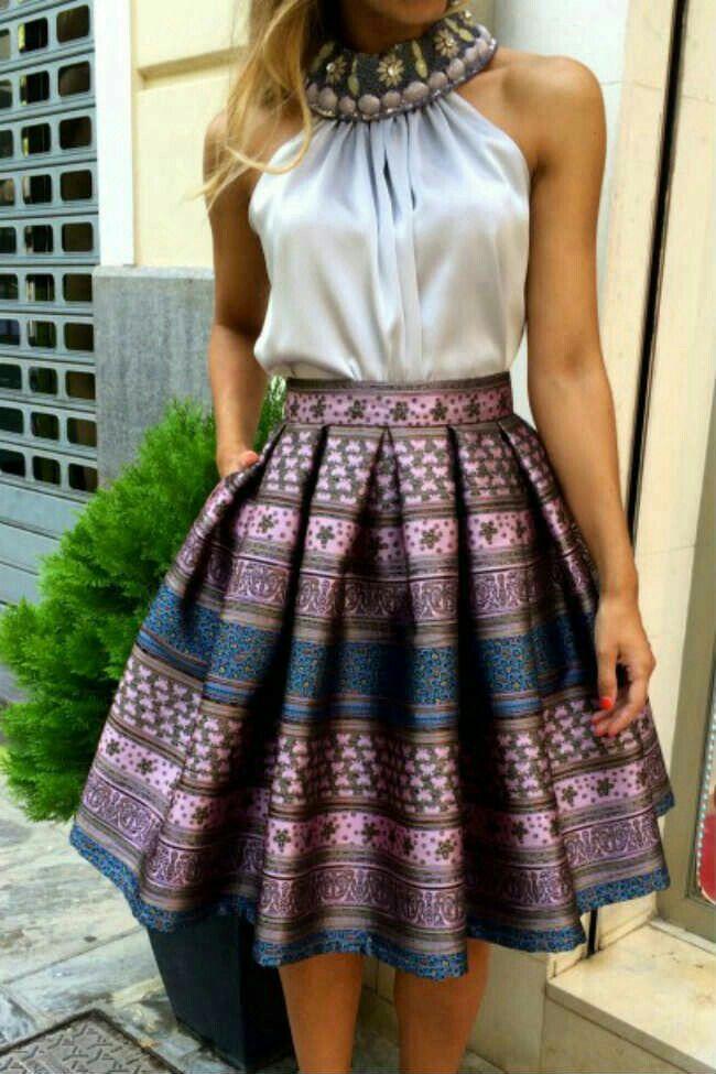 6918f2cc0 Falda midi, color lila. Blusa halter | Moda para mujeres en 2019 ...