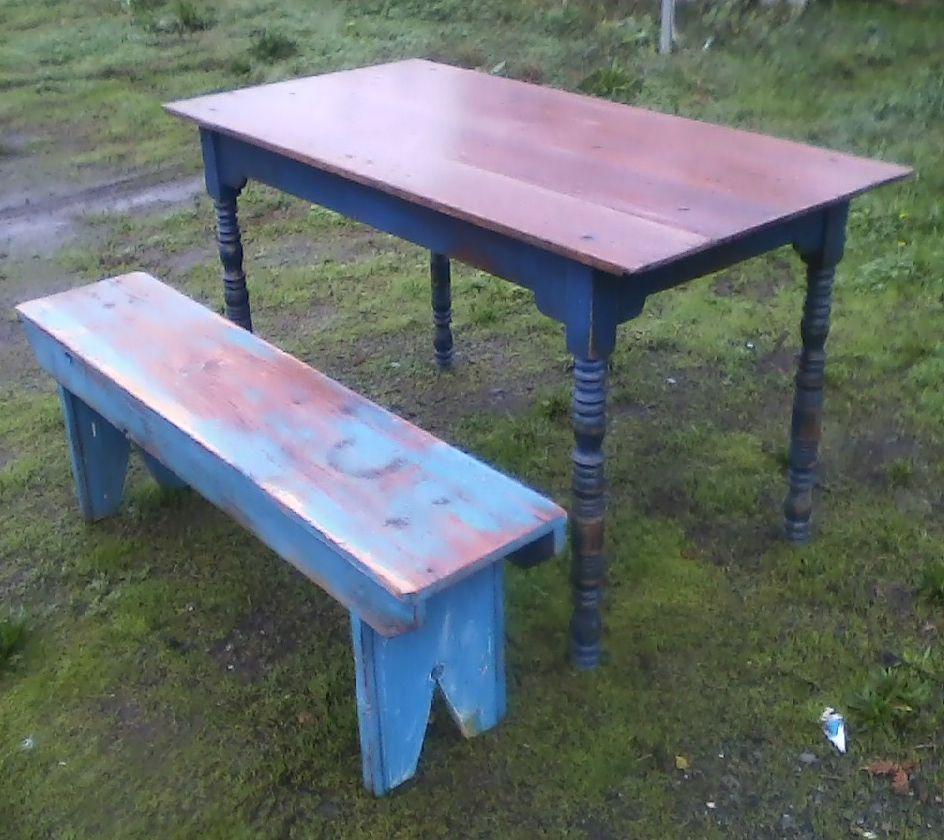 turn leg table. nice pine top