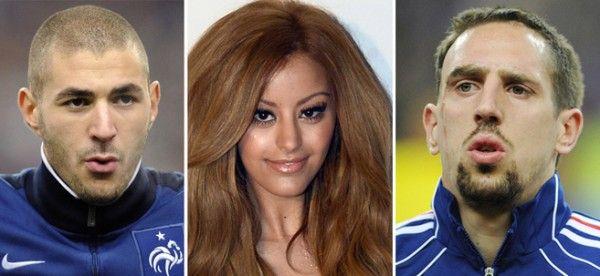 ] PARÍS * 20 de enero. El proceso contra los futbolistas internacionales franceses Karim Benzema (Real Madrid) y Franck Ribéry (Bayern Múnich), acusados de haber recurrido a los servicios de una prostituta menor de edad, Zahia, ha comenzado este lunes en ausencia de los jugadores.