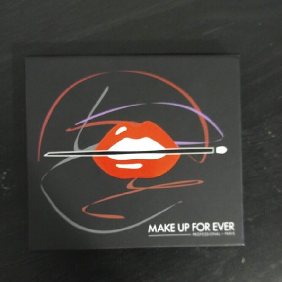 Make Up Forever Pallet New Re-Posh purchased but didn't like. Just trying to make my money back. Makeup Forever Makeup Eyeshadow
