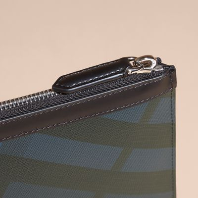 BURBERRY ZIPPED LONDON CHECK POUCH. #burberry #bags #polyester #leather #lining #accessories #pvc #pouch #