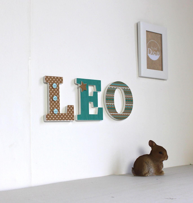 pr nom l o en lettres d cor es en bois bleu turquoise et kraft naissance mylittledecor autres. Black Bedroom Furniture Sets. Home Design Ideas