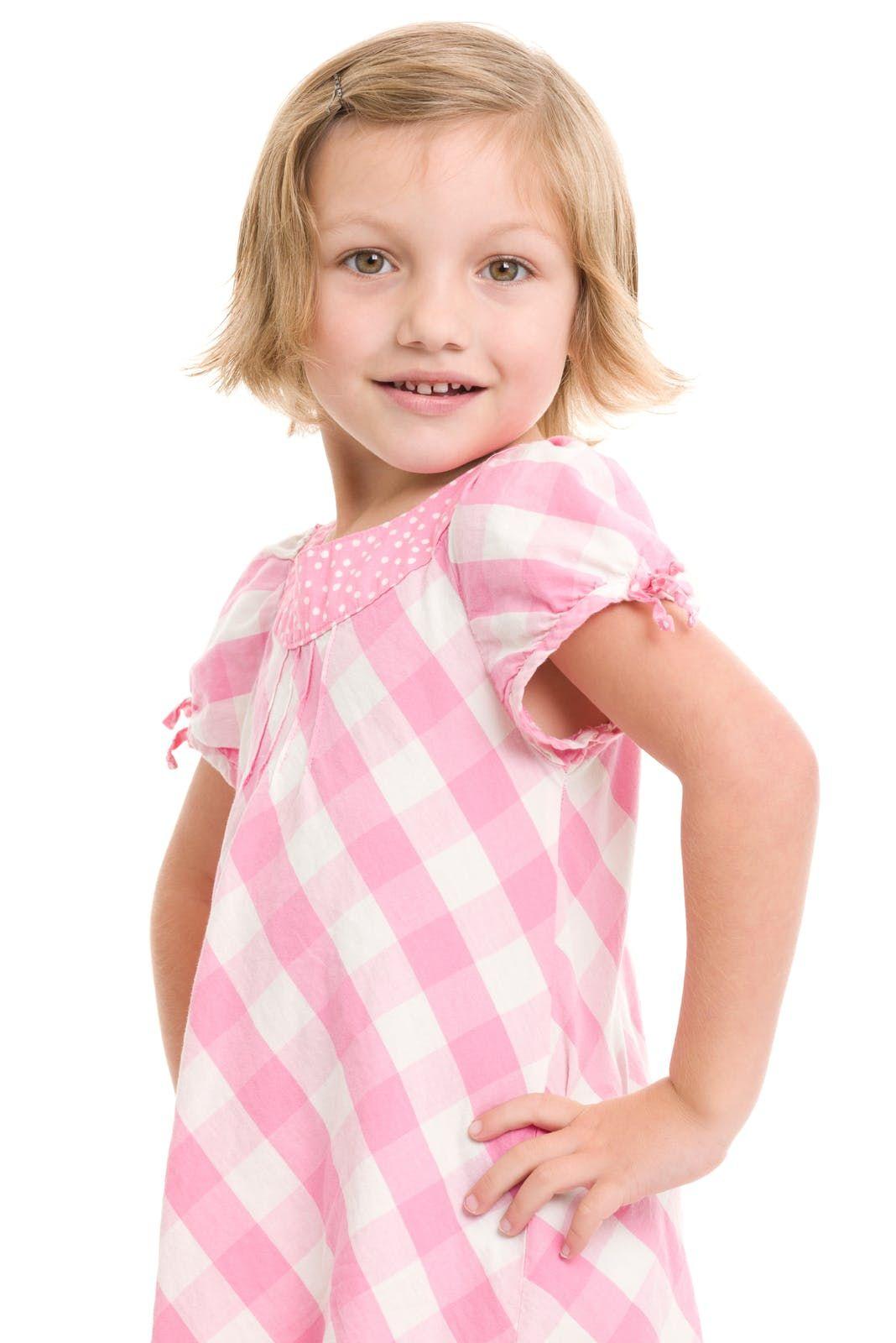 Photos : 20 coiffures courtes pour petites filles | Coupe cheveux fille, Cheveux courts petite ...