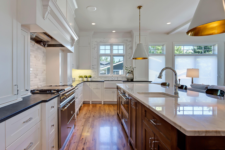 Regent {custom} Kitchen by Veranda Estate Homes Inc.