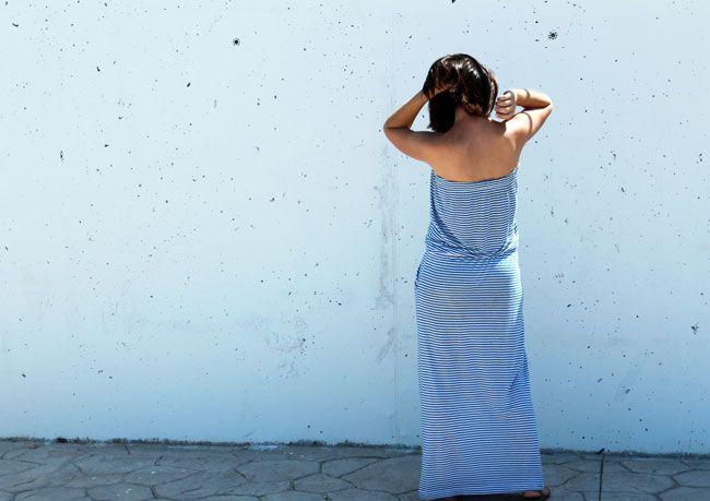 Vestido playero largo de rayas de Zara de otras temporadas. Abarcas de Menorca de hace la tira de años y clutch de Zara SS15.