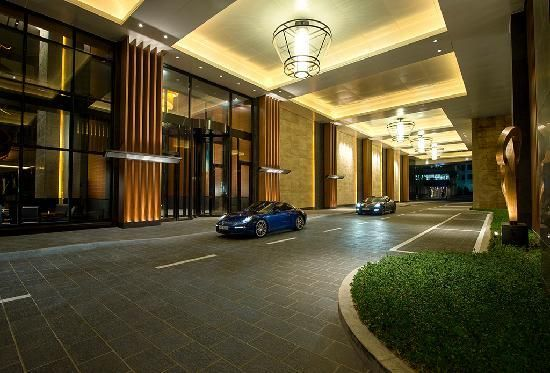 Conrad hotel entrance google search entrance design for Hotel entrance decor