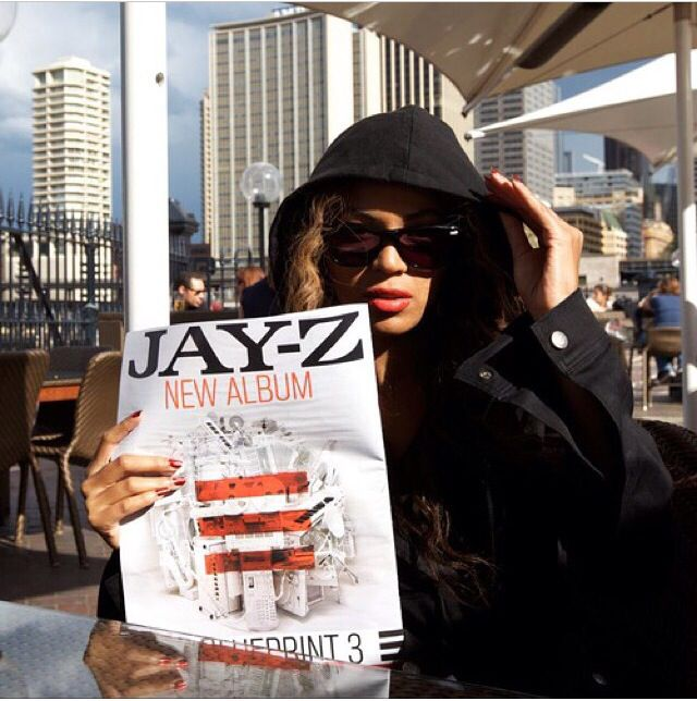 Supporting hova.